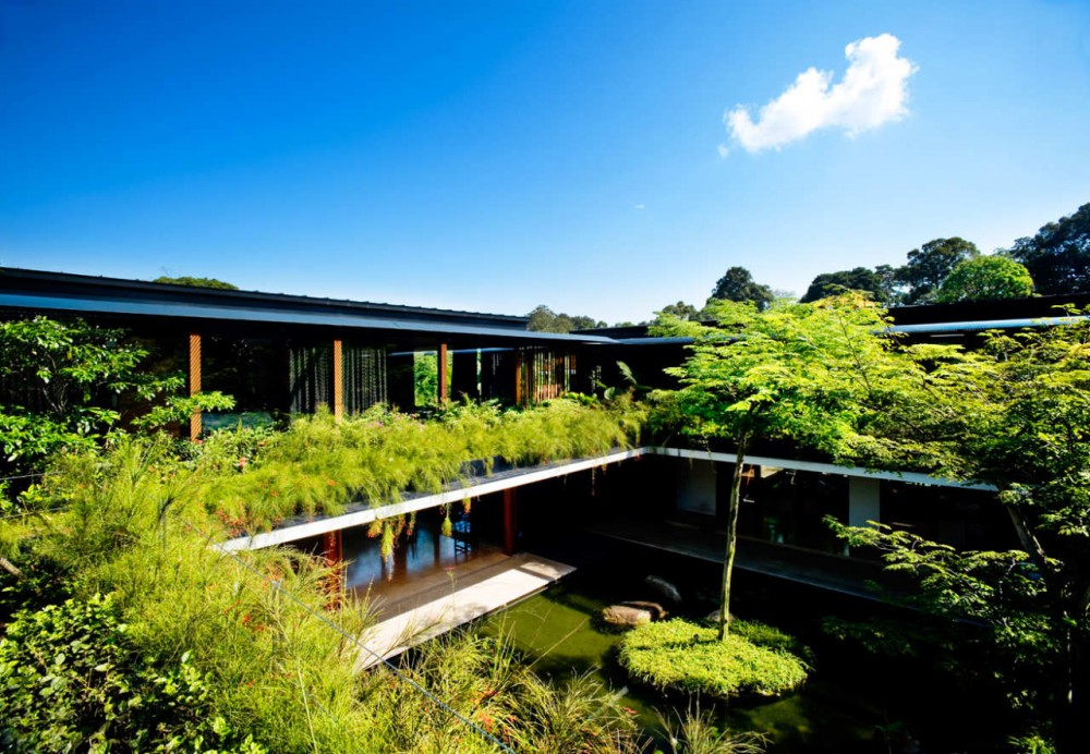 Luxury sustainable green roof house design, Singapore ...