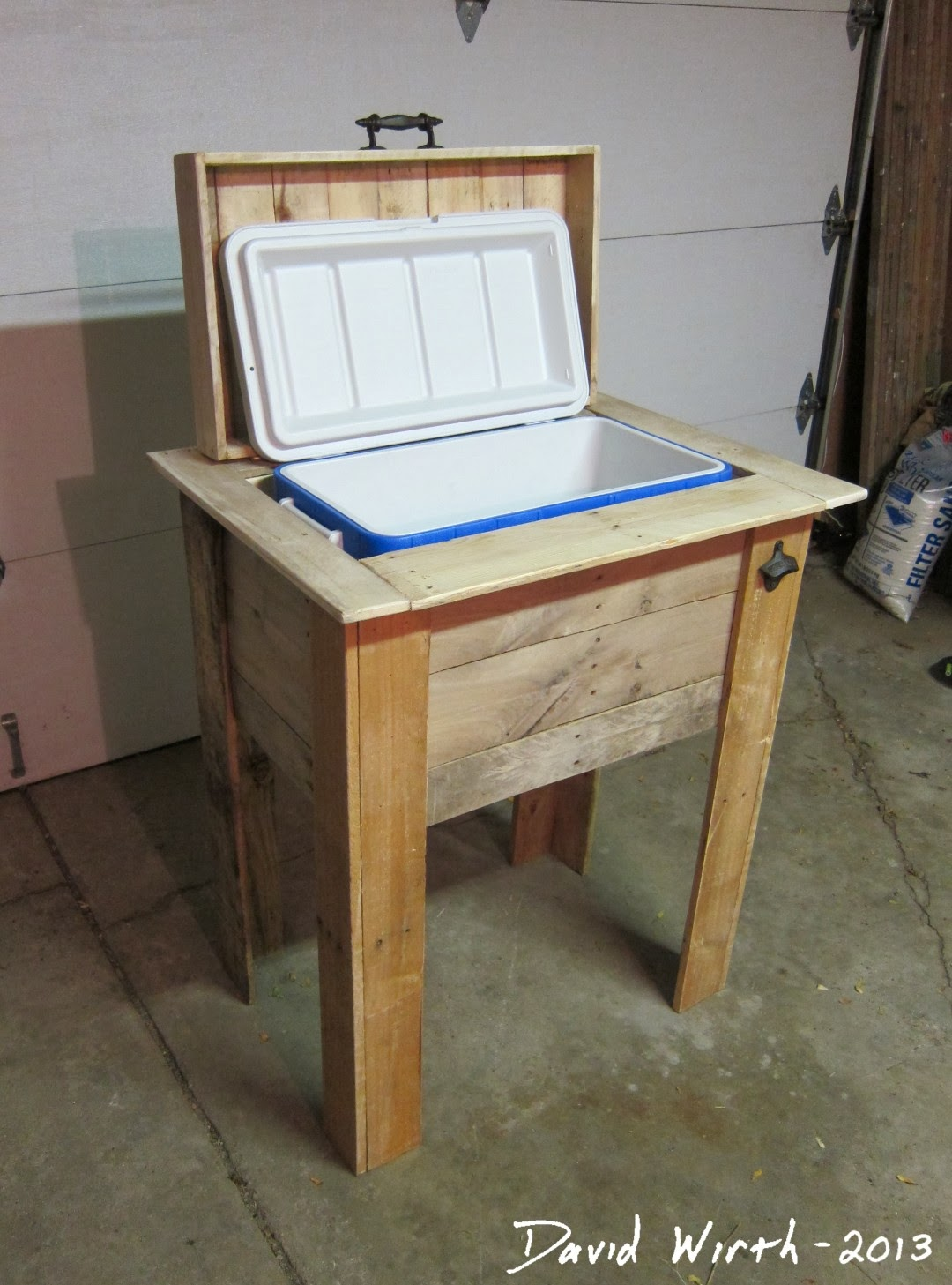 Rustic outdoor cooler stand wood pallet for How to make a bed stand