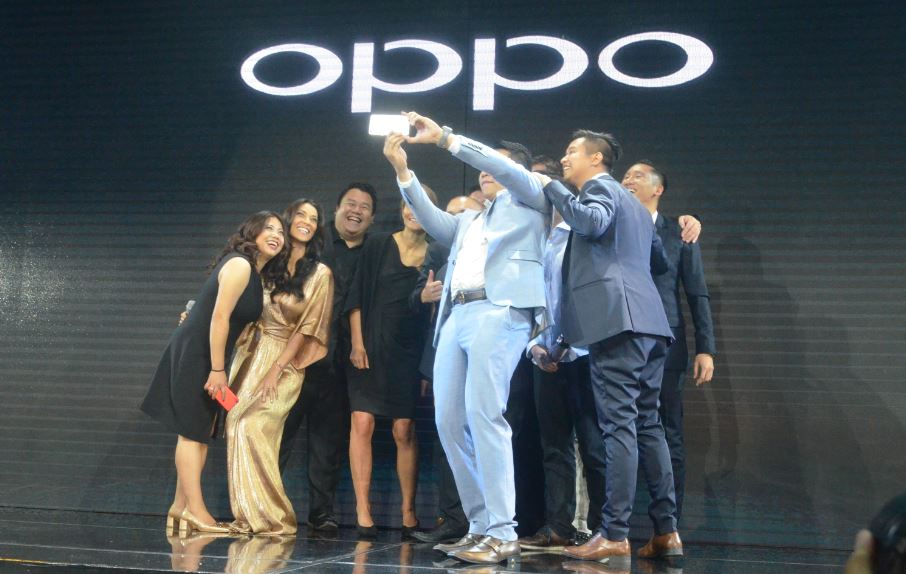 Groufie: OPPO Philippines' big bosses with event host Joey Mead King