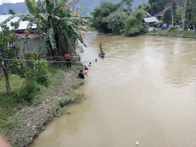 Dikarenakan Pusing Di jembatan,Pemuda Desa Koto Tuo Hanyut di bawa arus sungai.