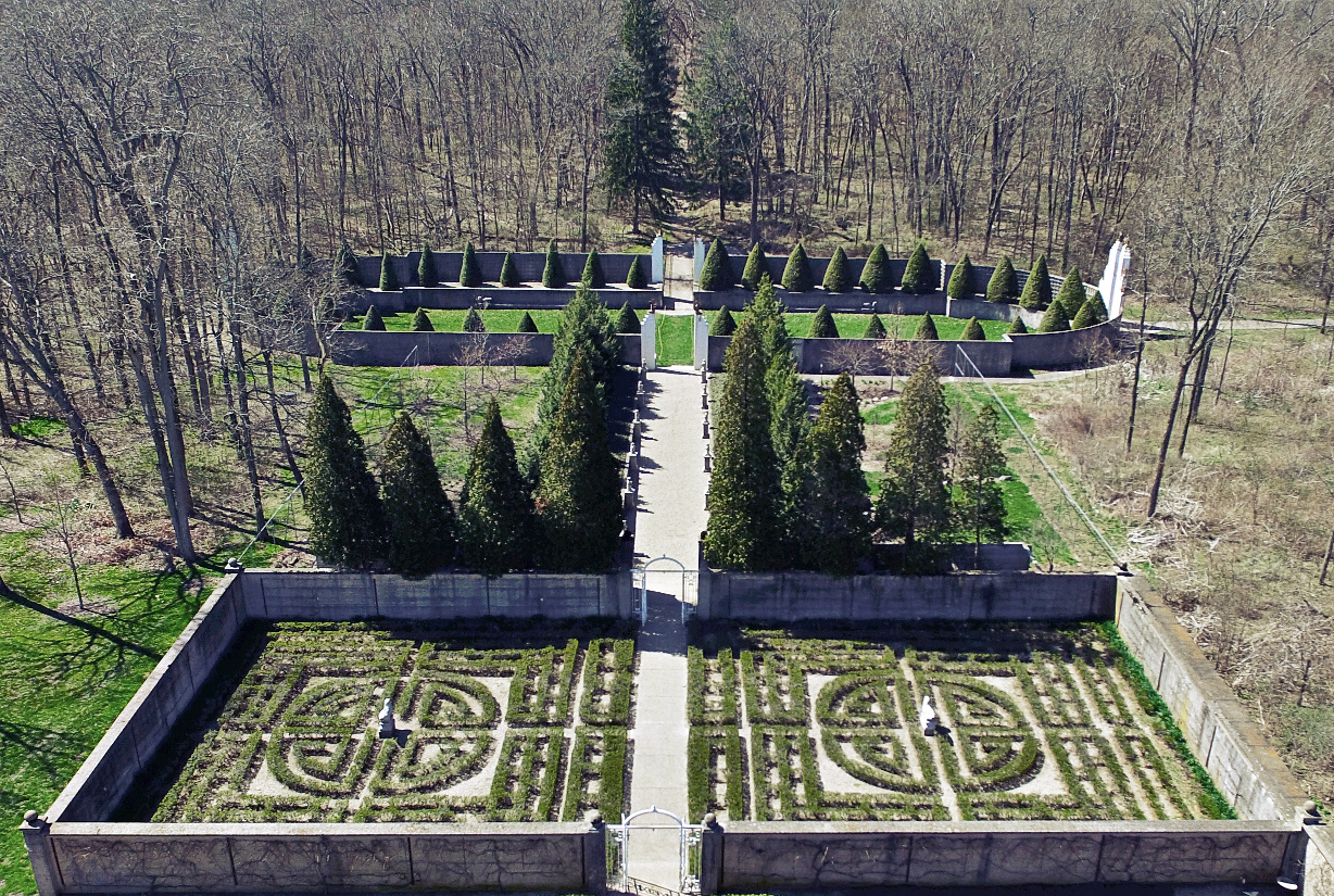 the chinese maze garden layout is said to have been inspired by a pattern on robert s silk pajamas and originally featured apple and pear trees espaliered