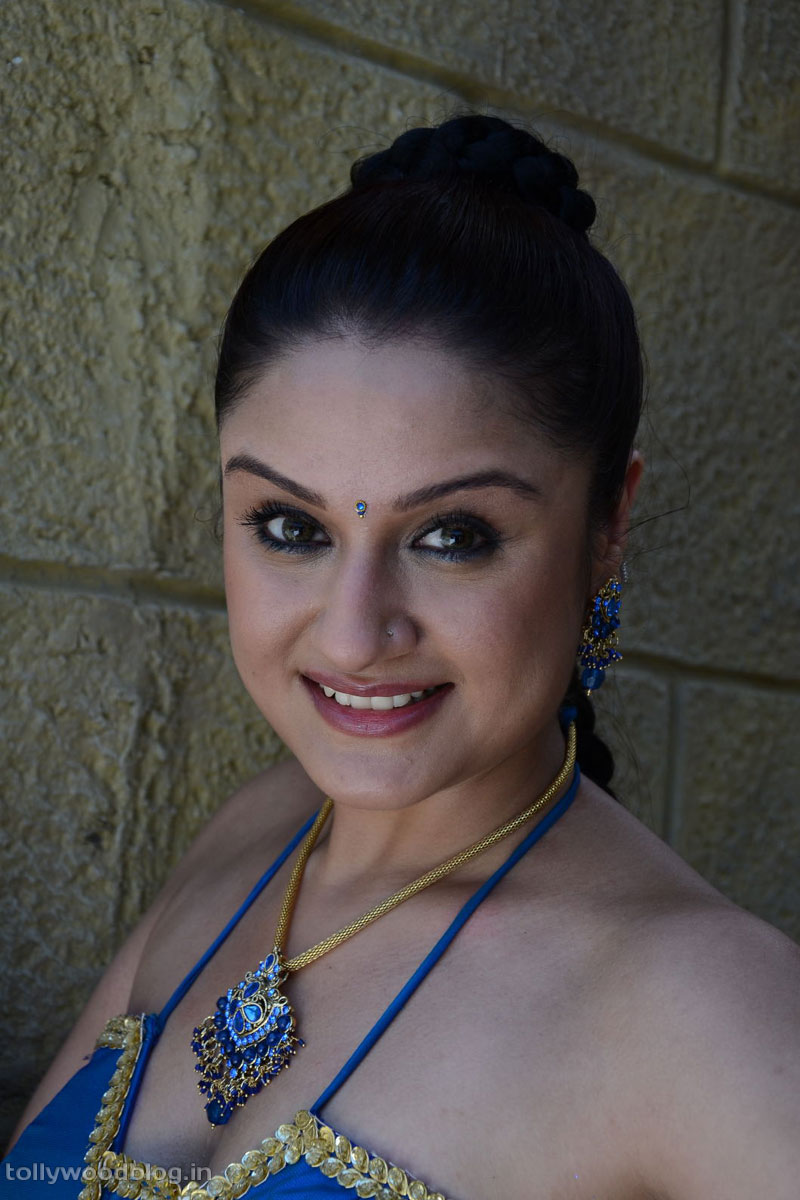 Tollywood Actress Photos Sonia Agarwal Latest Hot Spicy