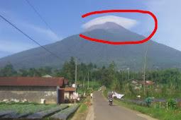 Gunung Slamet Bersorban Putih, Pertanda Langit Apakah Ini