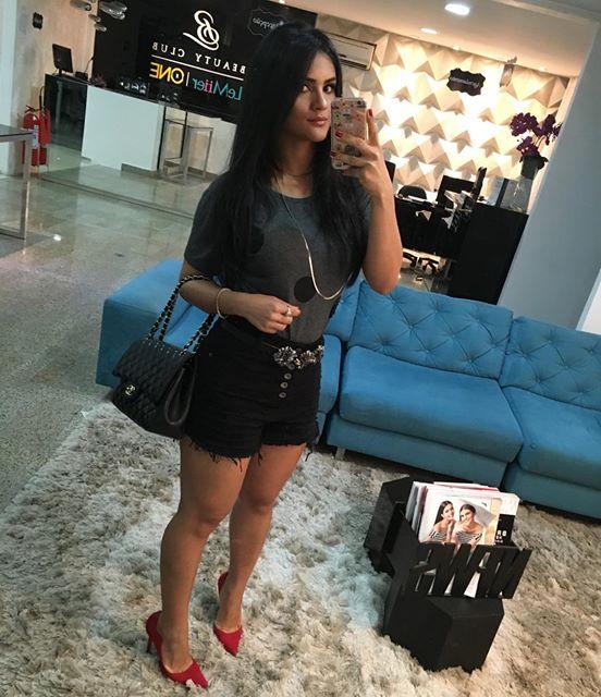 Achegue-se! Look de diva: Shorts com Mileide Mihaile Short preto jeans