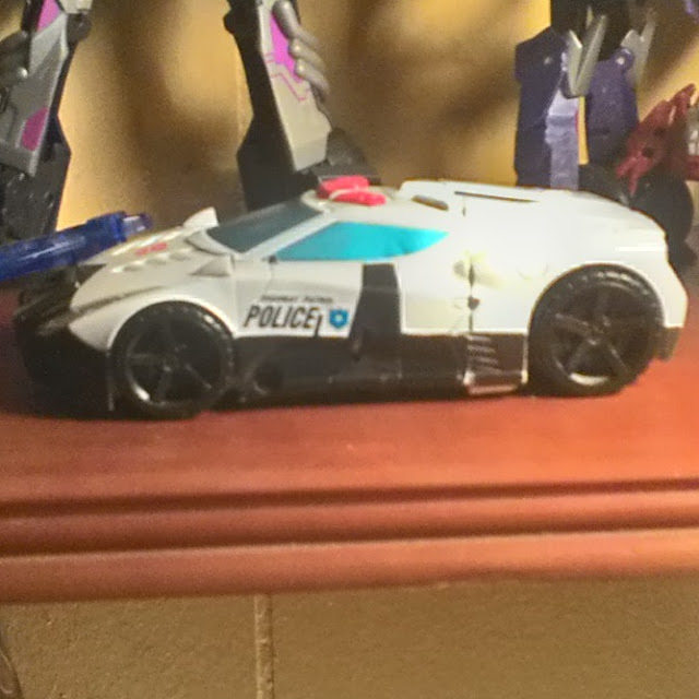 Combiner Wars, Prolw, Police Cruiser
