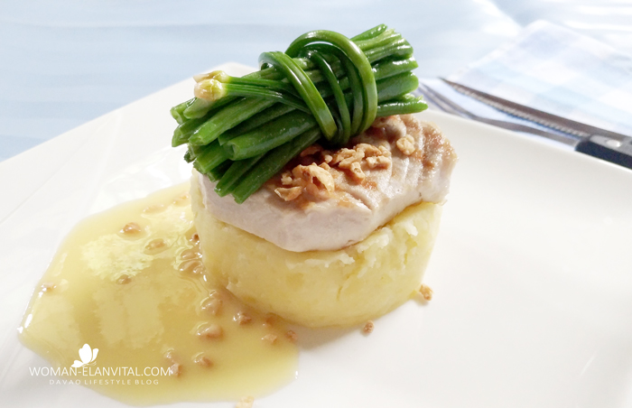 PAN-GRILLED TUNA WITH MASHED US POTATOES in LEMON BUTTER SAUCE