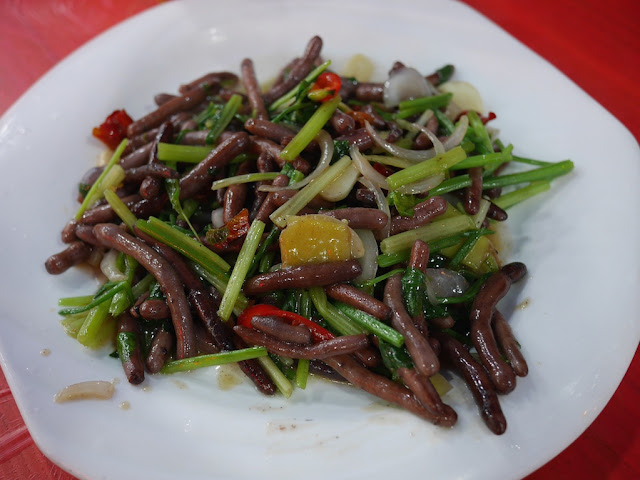 a dish of worms — 土強 (tuqiang) — at a restaurant in Xiapu, Fujian