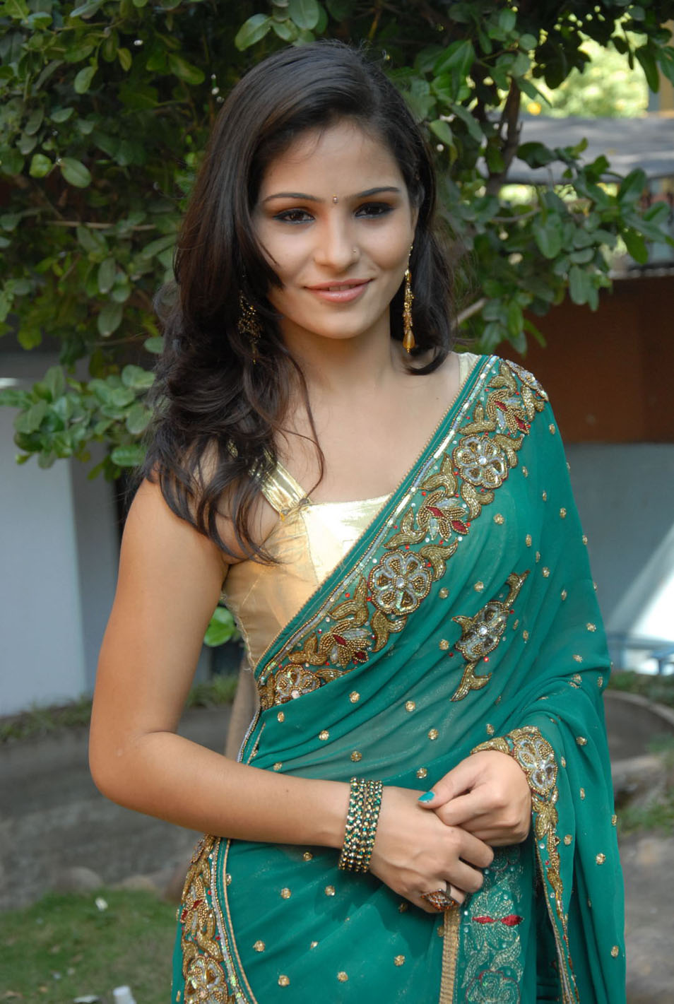 Jarabbani looks cute in saree new photos