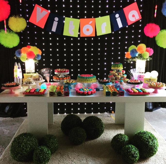 101 fiestas fiesta de adolescentes neon party for Decoracion casa jovenes