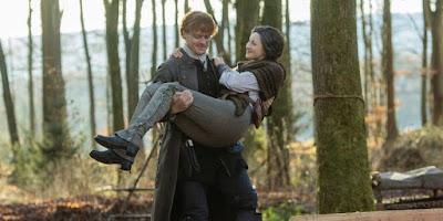 Claire se hace unos pantalones para el cerro Fraser