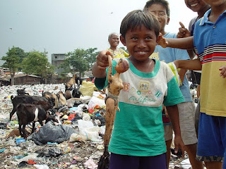 escasez pobreza relativa y absoluta