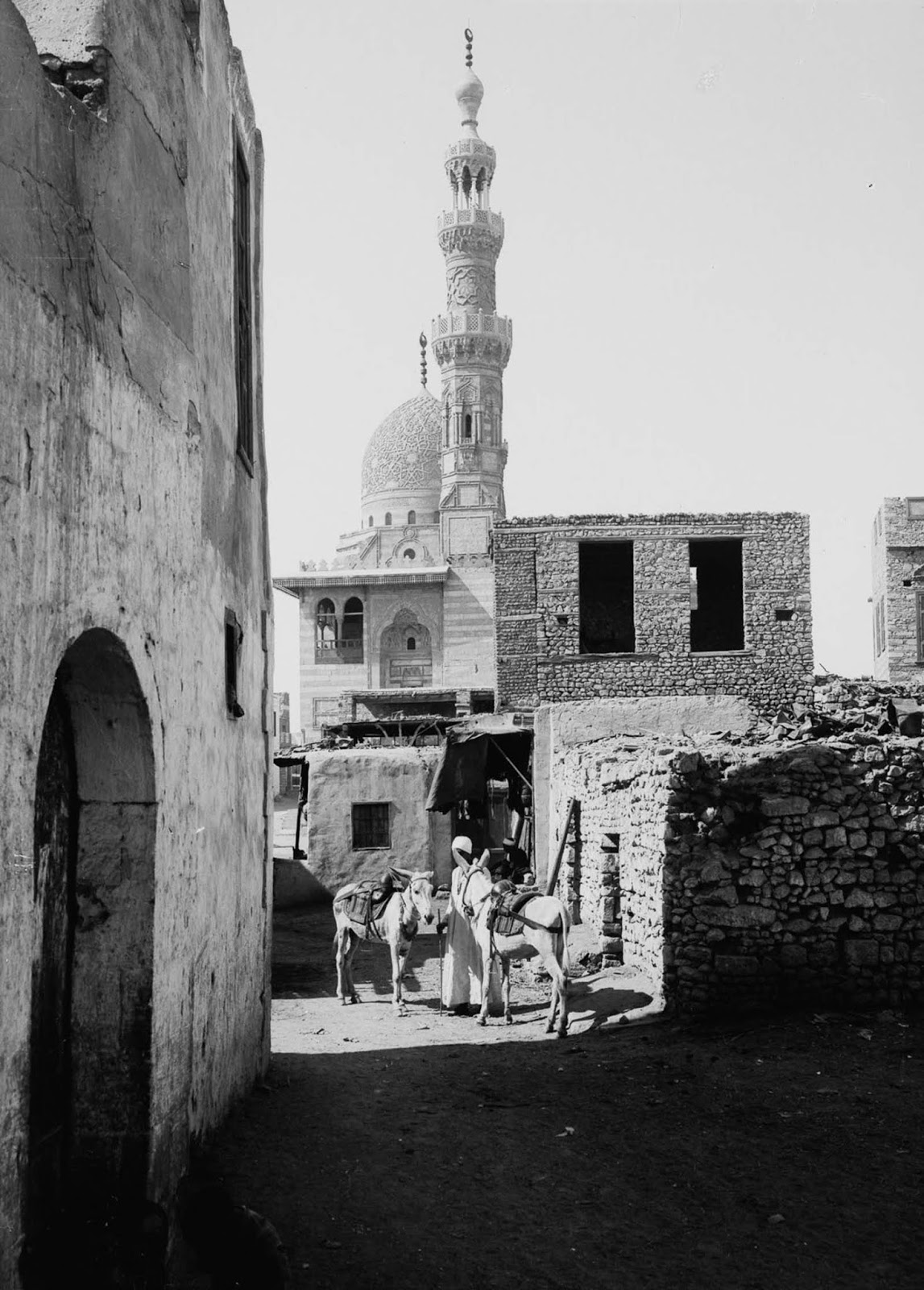 Outside the Mosque of Kait Bey. 1900.