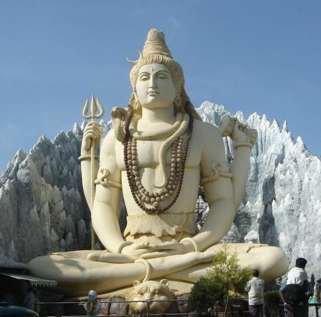 Statue of Shiva in Bangalore, Karnataka, India, performing yogic meditation in the Padmasana posture, or the lotus position. CC BY-SA 2.0
