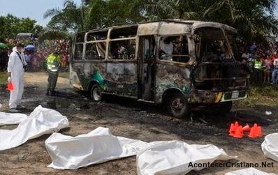 Autobús de iglesia quemado por incendio