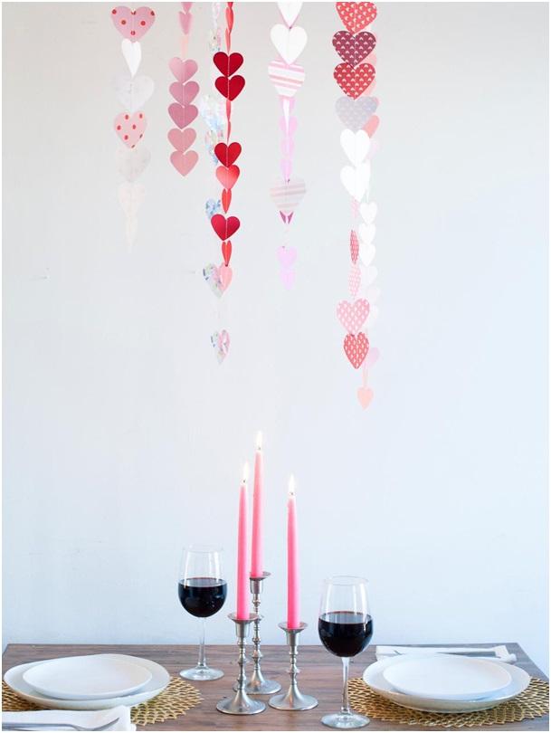 yemek masası üzerine kalp süsler el yapımı