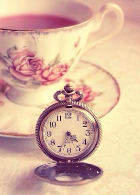 taza de té con reloj