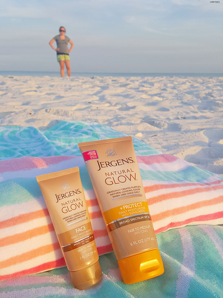 You no longer need the sun to look tan & have a summertime glow! Find out how I get my glowing, golden look from the comfort of my own home in mere minutes! #MyJergensGlow