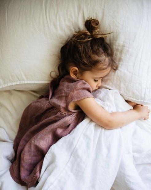 nina enferma con varicela