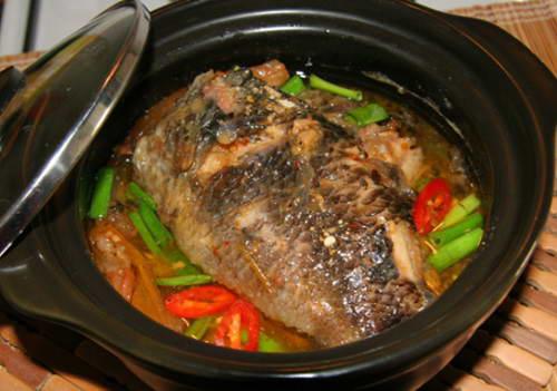 Cá rô phi kho dưa cải chua