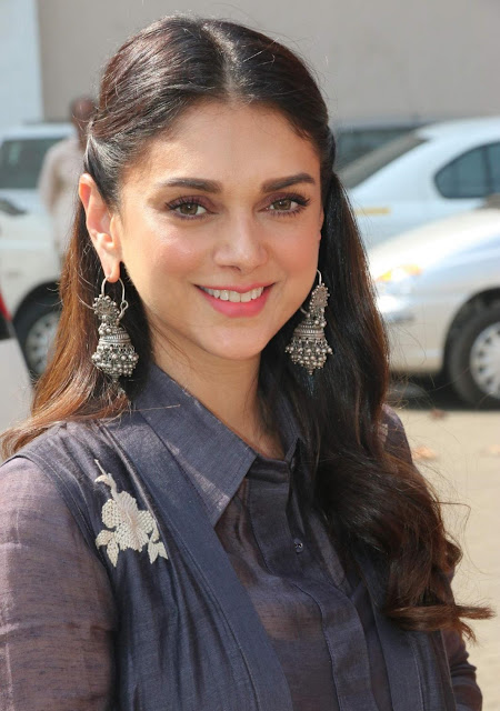 Aditi Rao Hydari Dangling Earrings