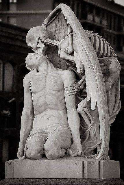 30 Of The World's Most Incredible Sculptures That Took Our Breath Away - Kiss of death, Poblenou Cemetery in Barcelona