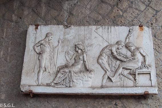 Detalle en Casa del bajorrelieve de Télefo en Herculano