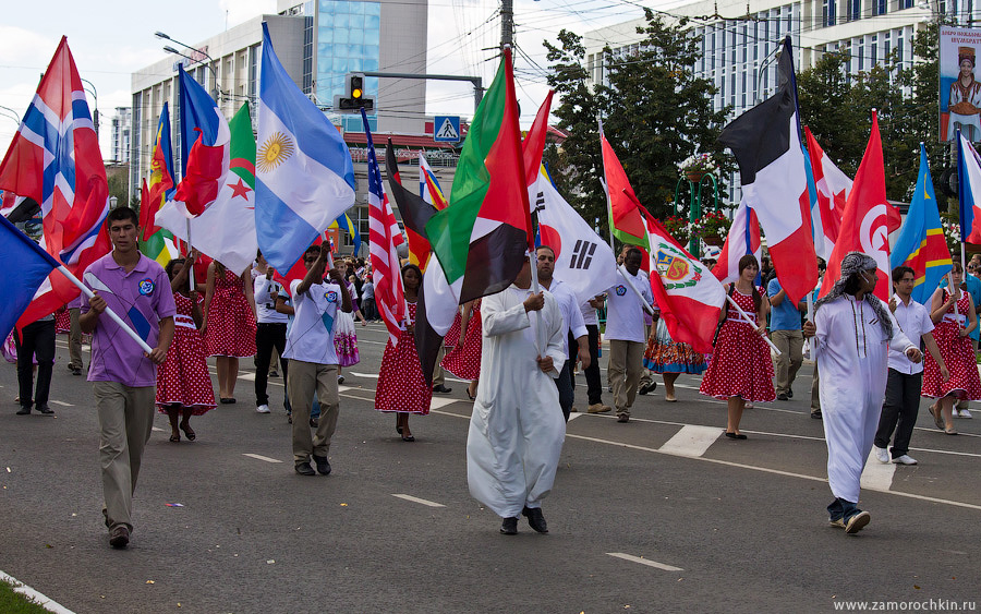 Граждане иностранных государств на параде в честь празднования Тысячелетия единения мордовского народа с народами России