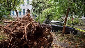 عدوي الاعاصير تنتقل الي رومانيا : العواصف تقتل 8 اشخاص وإصابة العشرات في رومانيا