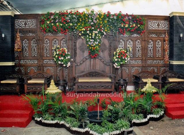 Contoh Dekorasi Gebyok untuk Resepsi Pernikahan Rumahan oleh : Surya Indah Rias Pengantin & Dekorasi Pelaminan