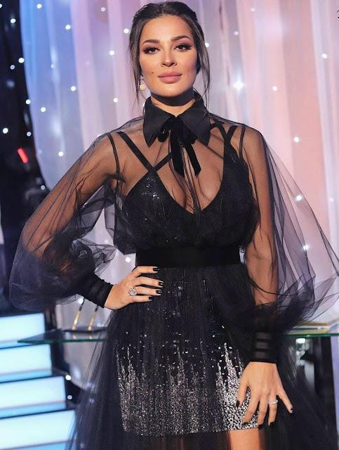 نادين نسيب نجيم تبهر جمهورها بإطلالة  مثيرة