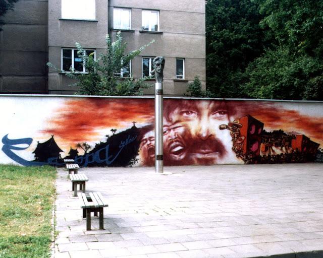 Monument to Frank Zappa by Konstantinas Bogdanas, Kalinausko gatvę, Užupis, Vilnius, Lithuania