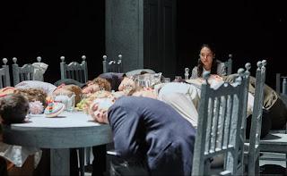 """""""Οι τρεις αδελφές"""" του Άντον Τσέχωφ, από το Κρατικό Ακαδημαϊκό Θέατρο Νοβοσιμπίρσκ, σε σκηνοθεσία Τιμοφέι Κουλιάμπιν."""
