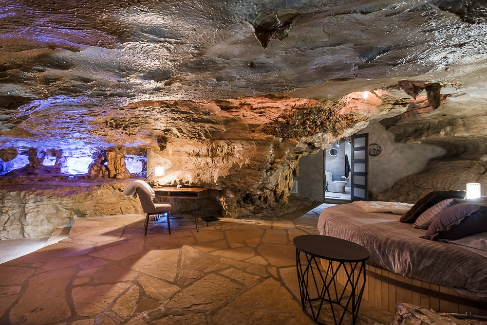 16-The-Beckham-Creek-Cave-Home-in-the-Ozark-Mountains-www-designstack-co