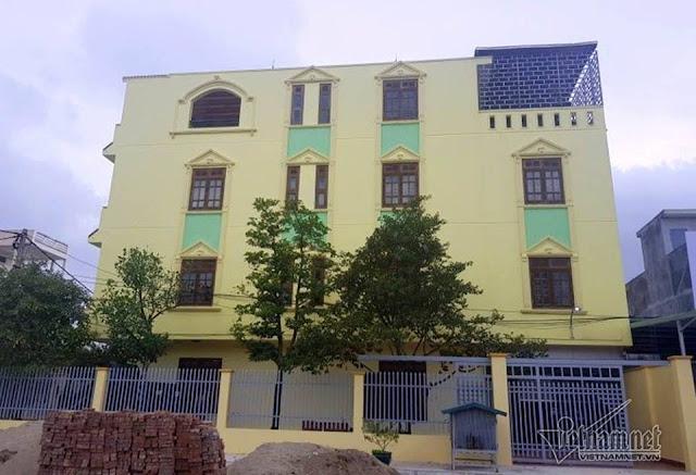 Ngôi nhà 4 tầng sừng sững với thiết kế nhiều phòng