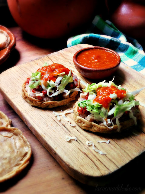How to Make Mexican Sopes (Como hacer sopes mexicanos) - lacocinadeleslie.com