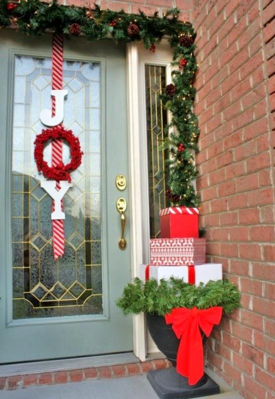 Decorar la fachada en navidad colores en casa for Decoracion en puertas de navidad