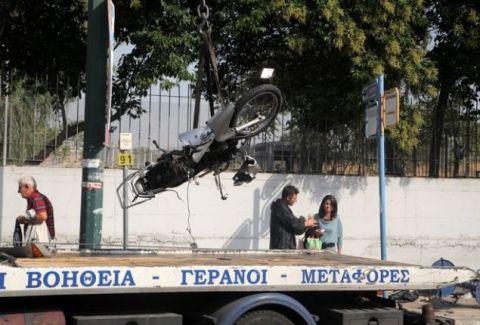 Μια νεκρή και έξι και τραυματίες στο κέντρο της Αθήνας: Περίμεναν στην στάση και τους παρέσυρε μηχανή που έκανε σούζες! (photos)