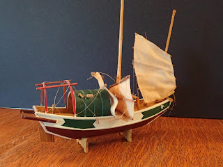 Deck structures on model of small Chinese junk