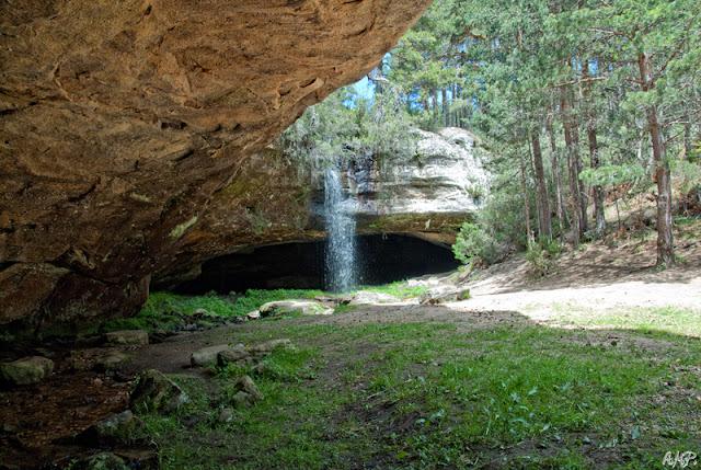 Castroviejo y Cueva Serena.