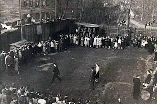 Школьный двор на старой Таганке. конец 30-х годов.