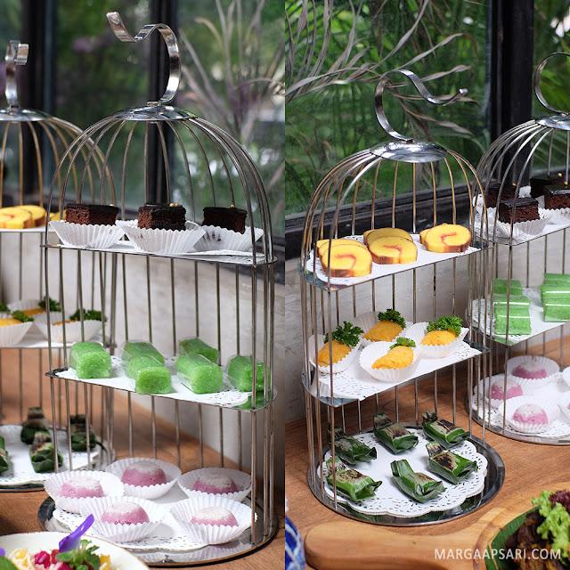 Jajanan pasar di Blue Jasmine Restaurant