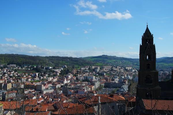 haute-loire le puy en velay vue cathédrale notre-dame statue panorama