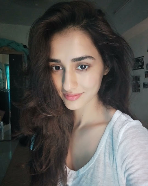disha-patani-without-makeup-selfie