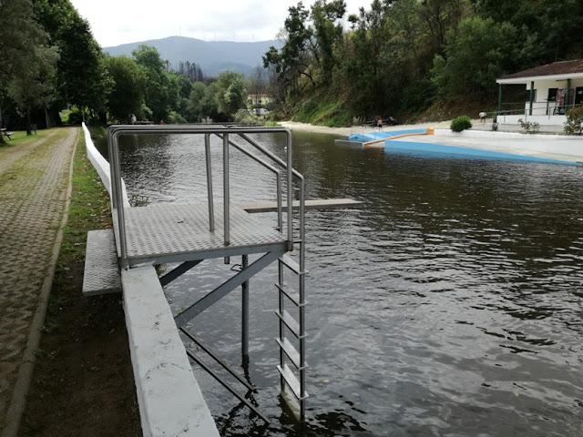 Plataforma de Saltos para a piscina Fluvial de Serpins