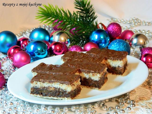 Nepečené rezy s kokosom, čokoládou a sušenými slivkami