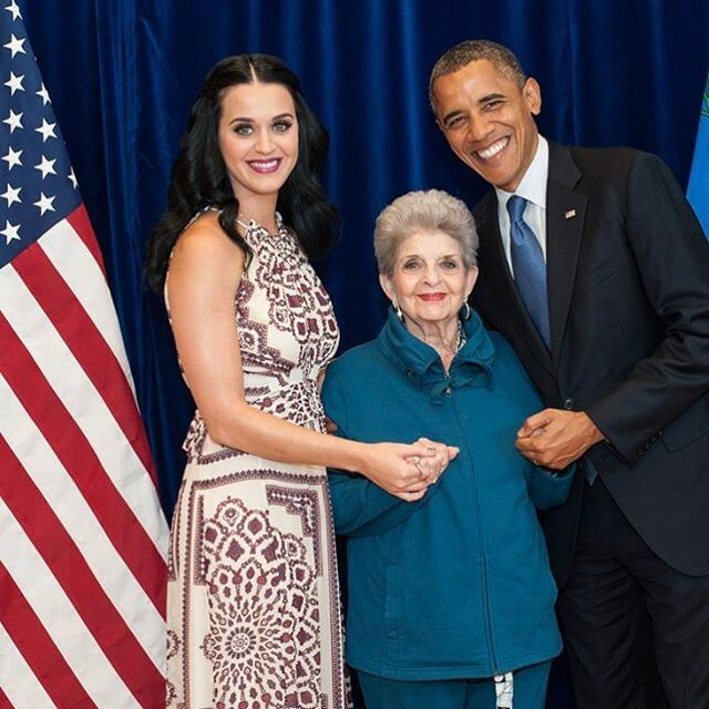 Katy-Perry-with-Barack-Obama-picture-on-Instagram