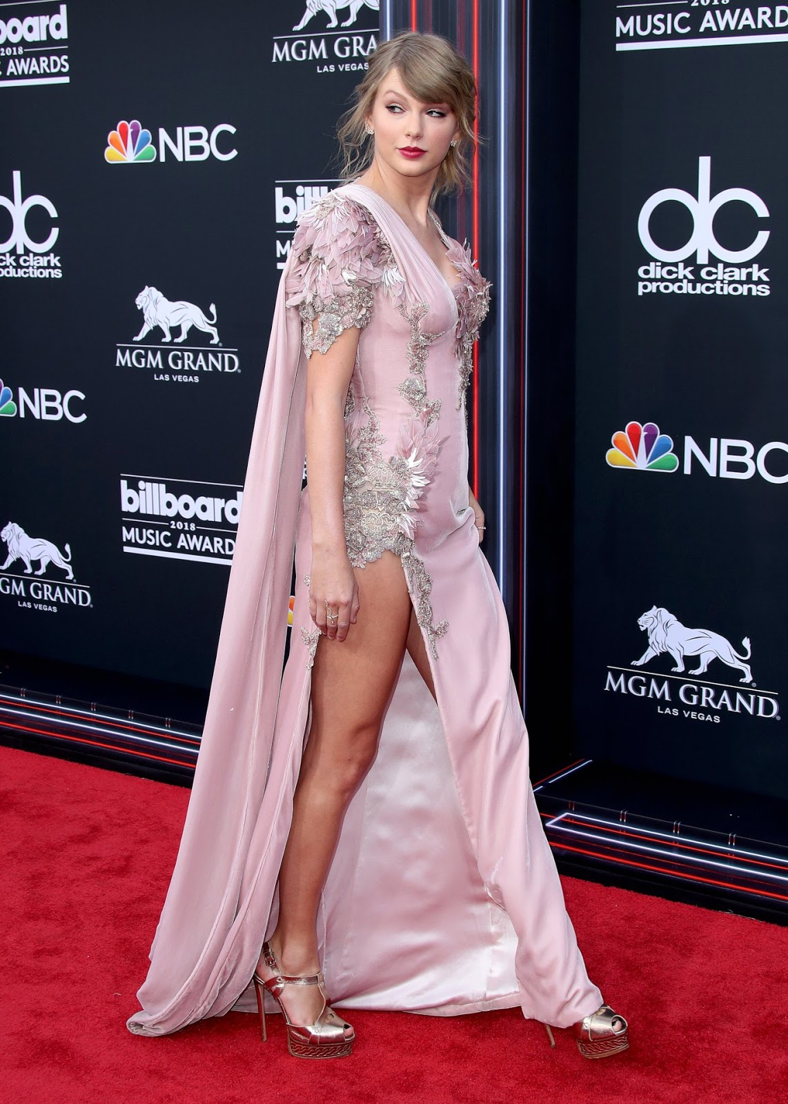 Taylor Swift's Shocking ' 2018 Billboard Awards' Wardrobe Malfunction!