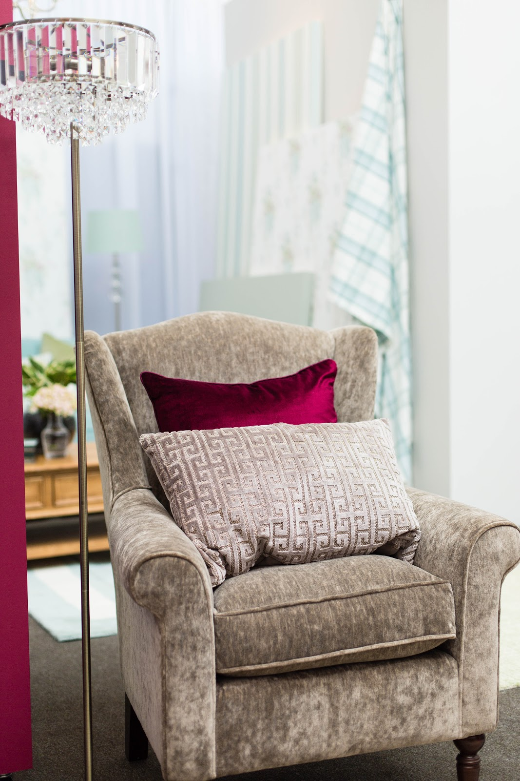 LAURA ASHLEY PRESS SHOW AW FINNTERIOR DESIGNER - Laura ashley living room purple