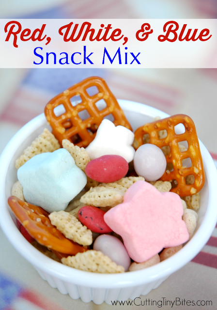 Snack mix for the Fourth of July. Great sweet and salty snack for kids!