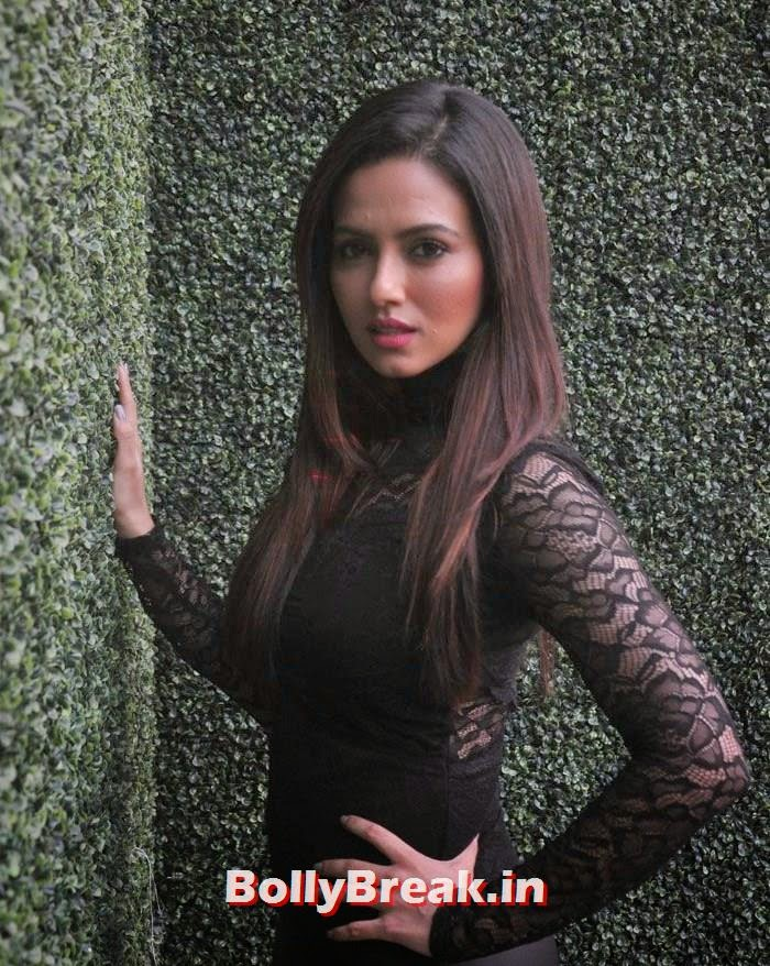 Sana Khan, 'Khatron Ke Khiladi' 6 Contestants Hot Pics